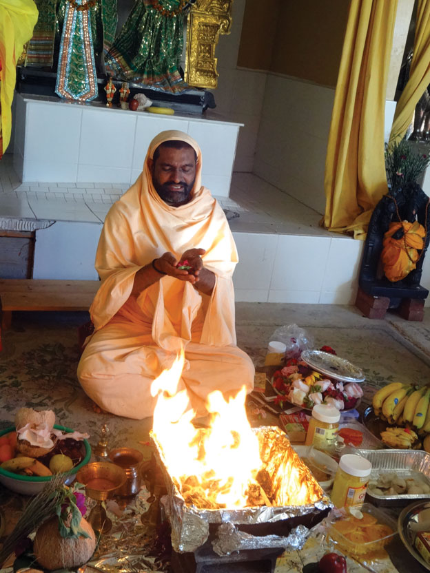 (Above): Swami Narayananda offering prayers.