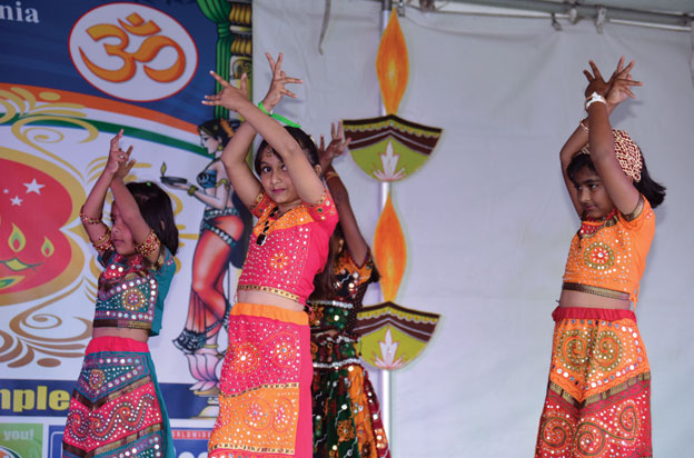 (Above): Kids perform at the FIA Diwali in Pleasanton, Calif., Oct. 25. The event had a bouquet of offerings – booths, cultural performances, garba, laser show, fireworks, a parade of deities, and a whole lot more. [Photo: Amar D. Gupta | Siliconeer]