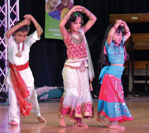 (Above): Dance competition - Sunnyvale Hindu Temple, Oct. 18. [Photo: Amar D. Gupta | Siliconeer]