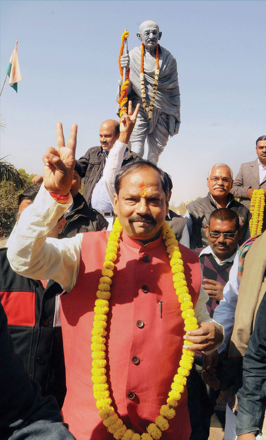 Jharkhand Chief Minister Raghubar Das flashes victory sign after taking oath at Morabadi Ground in Ranchi. (Press Trust of India)