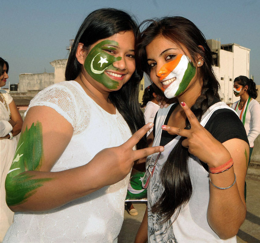 Youngsters get ready for the India vs. Pakistan match at World Cup 2015, in Ranchi, Feb. 14. (Press Trust of India)