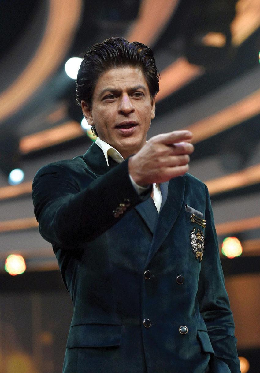 """Shah Rukh Khan at a press conference to launch the TV show, """"Poochega Sabse Shaana Kaun"""" in Mumbai, Feb. 25. (Mitesh Bhuvad   PTI)"""