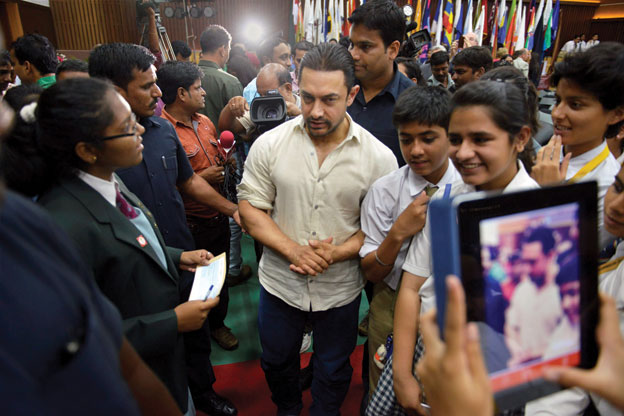 Aamir Khan (c) interacts with students at the Round Square International Conference 2014 in Bhopal, Sep. 29. [Photo: Press Trust of India]
