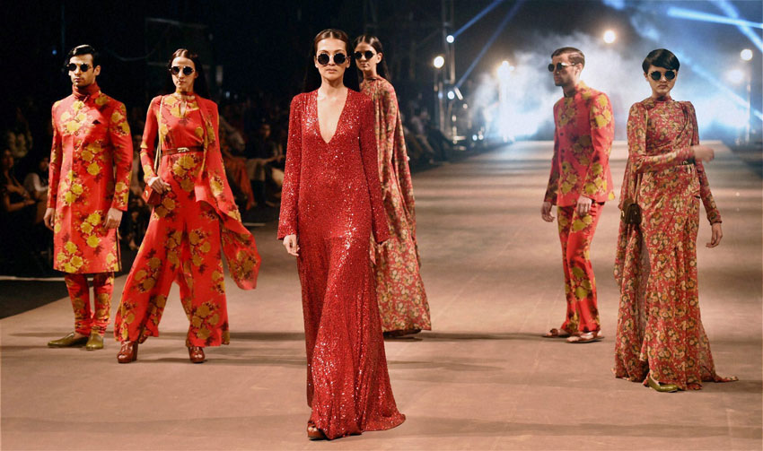 Models display creation of designer Sabyasachi Mukherjee during the Lakme´ Fashion Week Summer Resort 2015 in Mumbai. (Santosh Hirlekar | PTI)