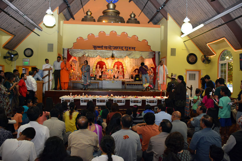 FIA of Northern California held a candlelight vigil and fundraiser at the Fremont Hindu Temple in support of the victims of Nepal Quake, Apr. 30. (Amar D. Gupta | Siliconeer)