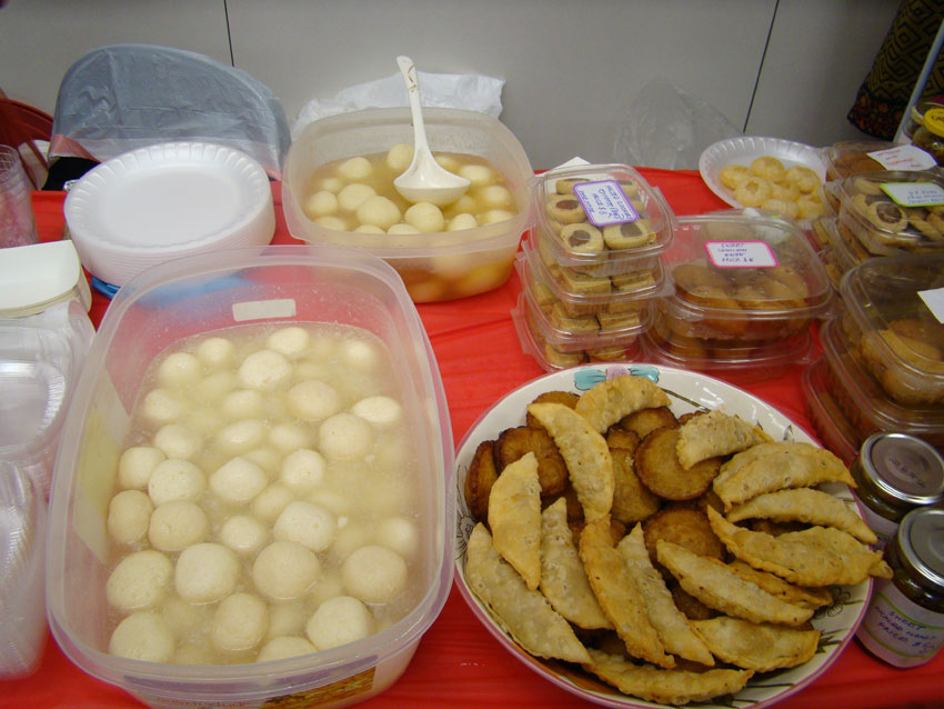 Roshogolla and other Bengali Sweets (Ras Siddiqui)