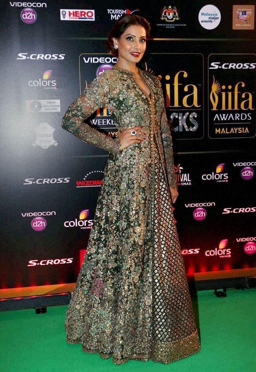 "Bipasha Basu arrives at the ""green carpet"" for IIFA Rocks. (Press Trust of India)"