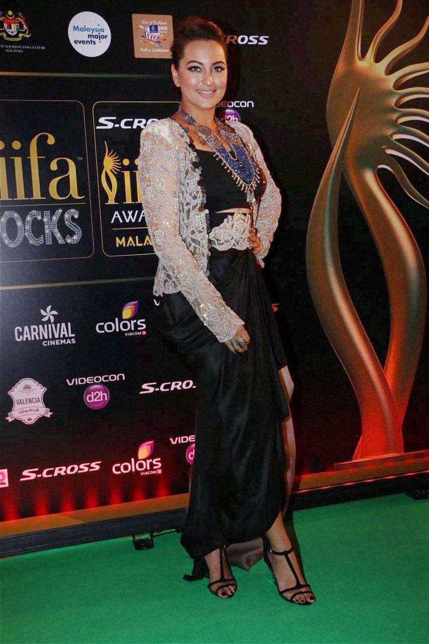 "Sonakshi Sinha arrives at the ""green carpet"" for IIFA Rocks. (Press Trust of India)"