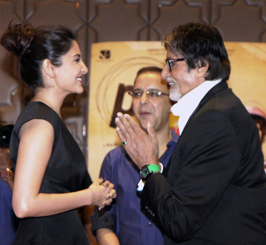 "Anushka Sharma (l) with filmmaker Vidhu Vinod Chopra and Amitabh Bachchan (r) at the success party ""PK"" in Mumbai, Jun. 10. (Press Trust of India)"