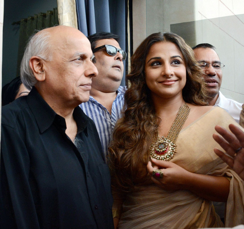 Filmmaker Mahesh Bhatt and actress Vidya Balan (r) visit Women Police Helpline in Lucknow, Jun. 16. (Nand Kumar|PTI)
