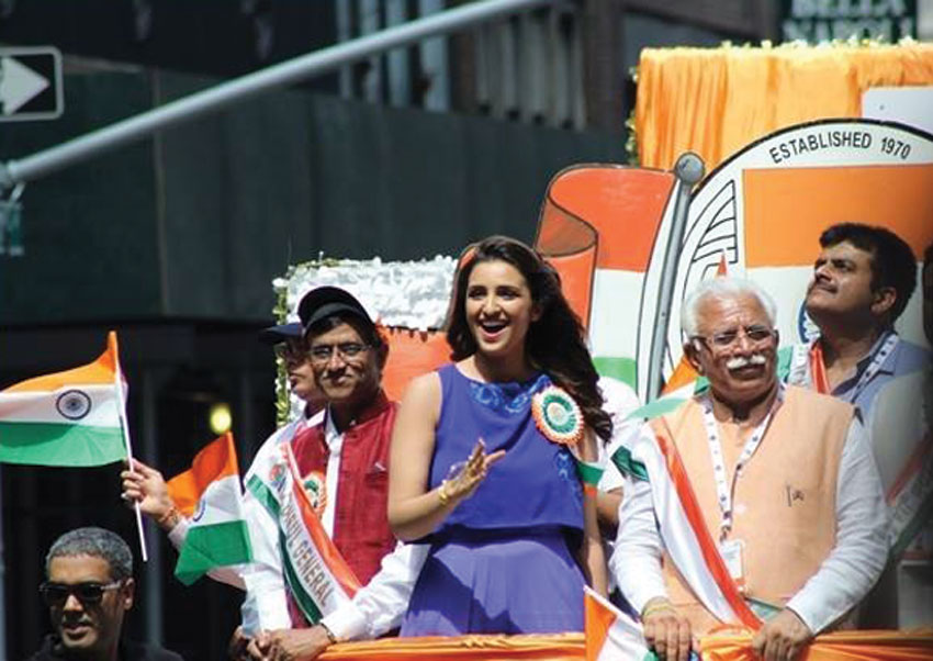 Haryana Chief Minister Manohar Lal Khattar flanked by New York Consul General D.M. Mulay (l) and Bollywood Actress Parineeti Chopra (c) at the stand at India Day Parade organized by Federation of Indian Associations in New York on Aug. 17. (Facebook | Embassy of India, Washington, DC)