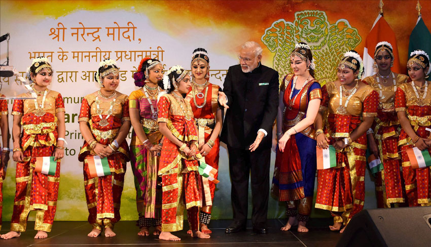Indian Prime Minister Narendra Modi meeting with the artists who performed during an interaction with the Indian community people in Dublin, Ireland, Sept. 23. (Subhav Shukla | PTI)