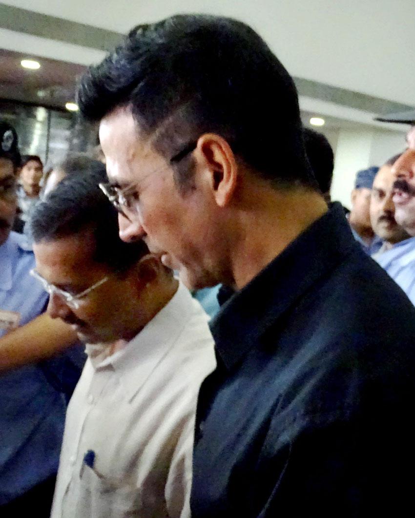 Delhi CM Arvind Kejriwal with actor Akshay Kumar at Secretariat in New Delhi, Sept. 28. (Press Trust of India)