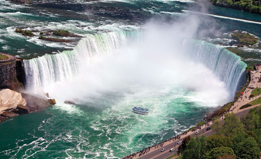 Horseshoe falls at Niagara, Ontario, Canada, as it is today.