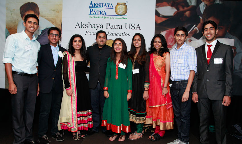 Akshaya Patra Youth Ambassadors and Bay Area Youth Chapter members with Omi Vaidya (4th from l) at the 2015 Bay Area event.