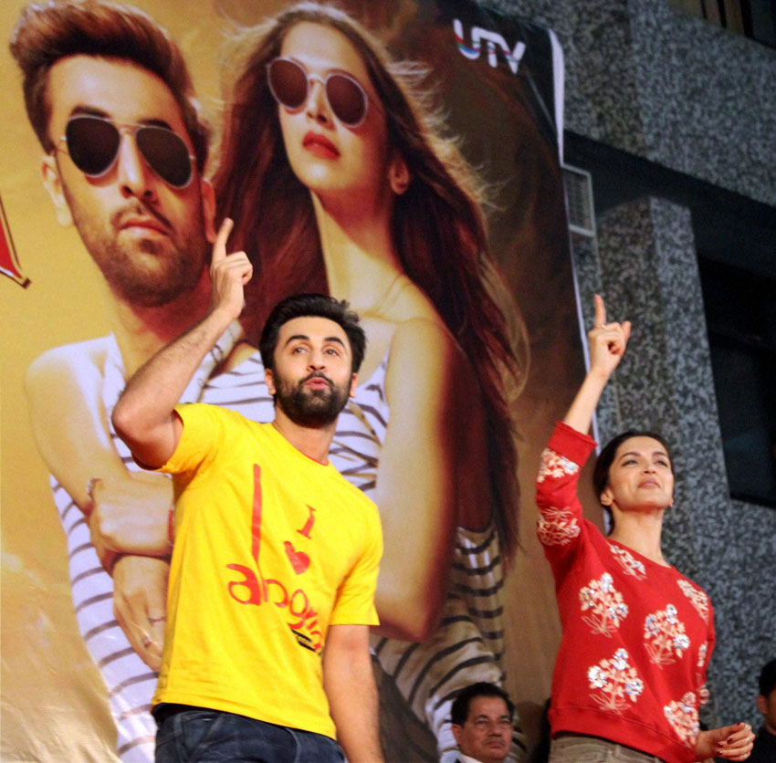 "Ranbir Kapoor and Deepika Padukone promoting ""Tamasha"" at Pillai's College in New Panvel, in Navi Mumbai, Nov. 26. (Press Trust of India)"