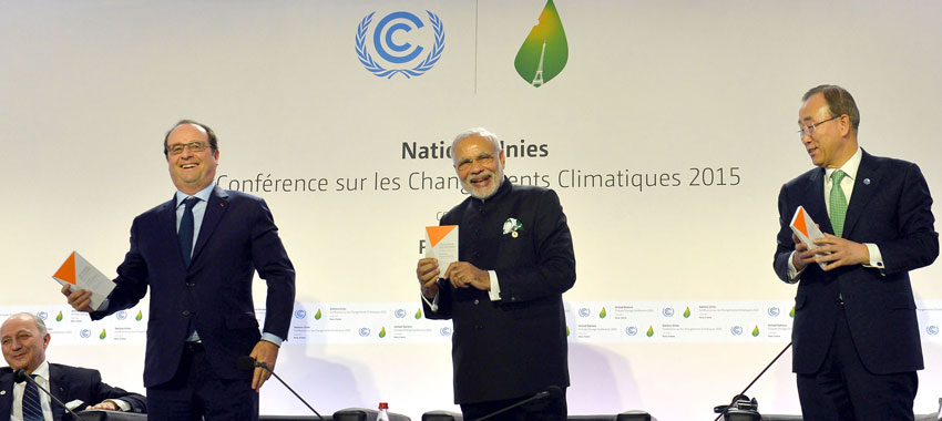Prime Minister Narendra Modi and French President Francois Hollande at launch of the International Solar Alliance, during the COP21 Summit, in Paris, Nov. 30. (Press Information Bureau)