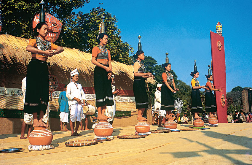 Reang Dance, Tripura. (Incredible India)