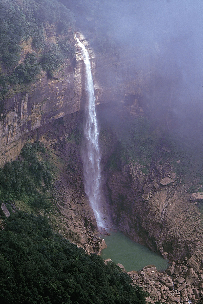 Nohakailikai Falls, Meghalaya. (Incredible India)