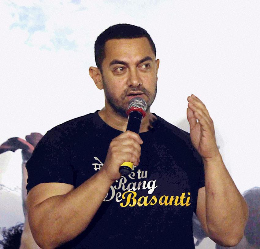 "Aamir Khan addresses a press conference to commemorate 10 years of ""Rang De Basanti"" in Mumbai, Jan. 25. (Press Trust of India)"
