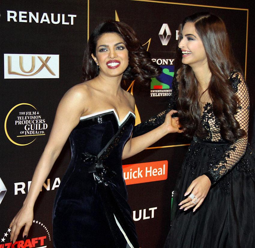 Priyanka Chopra and Sonam Kapoor at Guild Film Awards 2015, in Mumbai. (Press Trust of India)