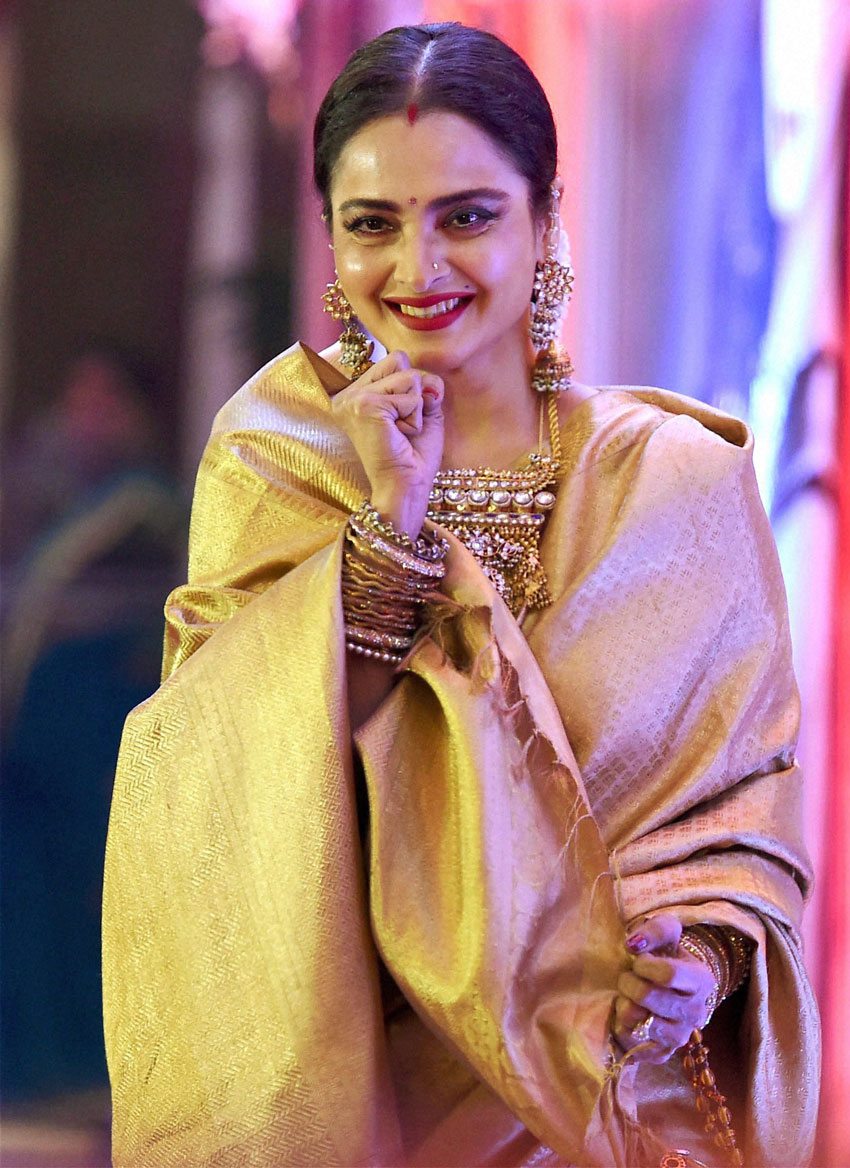 Veteran actress Rekha at the 3rd Yash Chopra Memorial award, which was conferred to her in Mumbai, Jan. 25. (Mitesh Bhuvad | PTI)