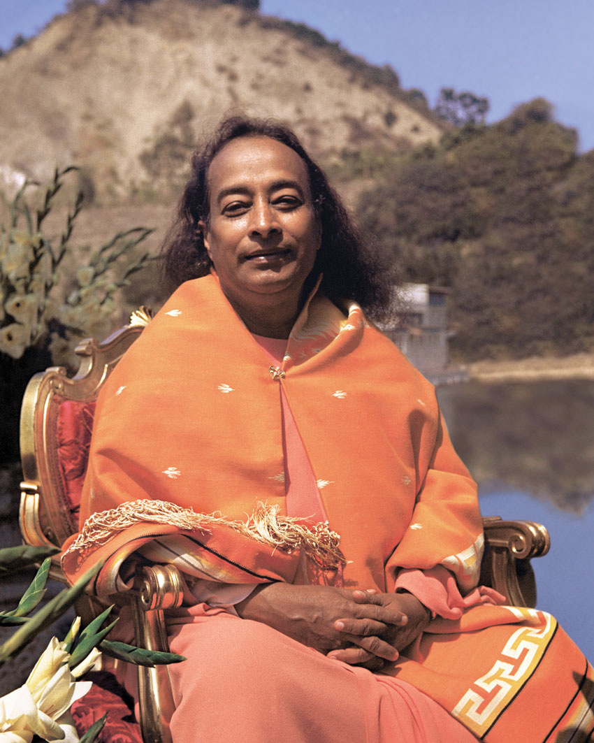 Paramahansa Yogananda at Lake Shrine dedication in 1950. (Courtesy: Self-Realization Fellowship, Los Angeles, Calif.)
