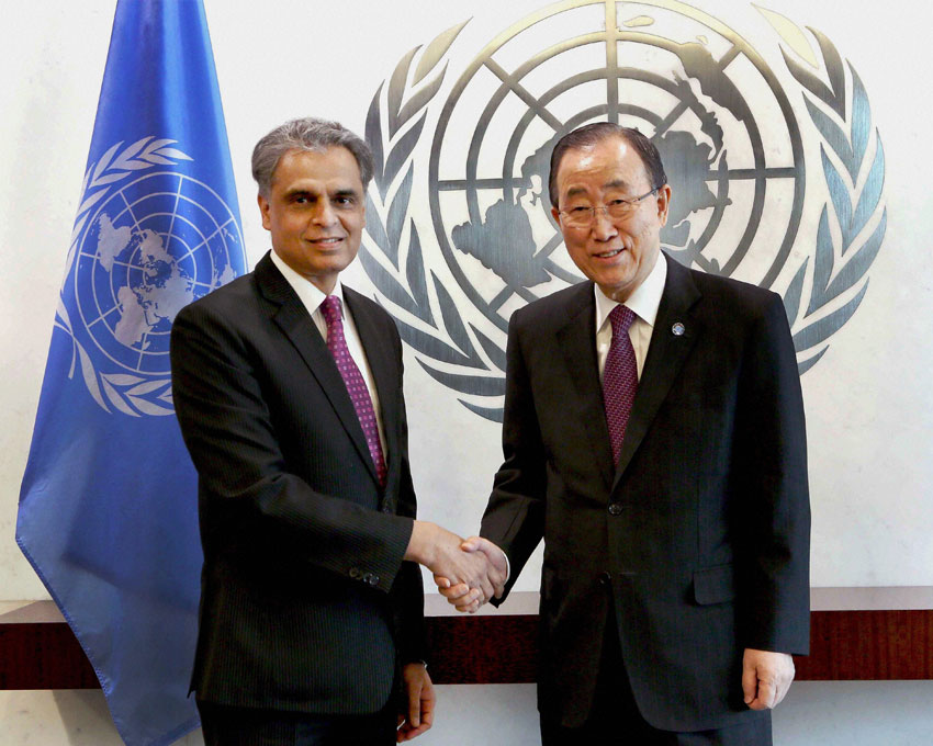 Ambassador Syed Akbaruddin, India's newly appointed Permanent Representative to the United Nations presents his credentials to the UN Secretary-General, Ban Ki-moon at a ceremony at the UN Secretariat in New York, Jan. 25. (Press Trust of India)