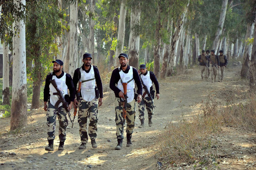 The Indian Army SWAT team during an encounter between the security forces and terrorists at the Indian Air Force base in Pathankot. (Press Trust of India)