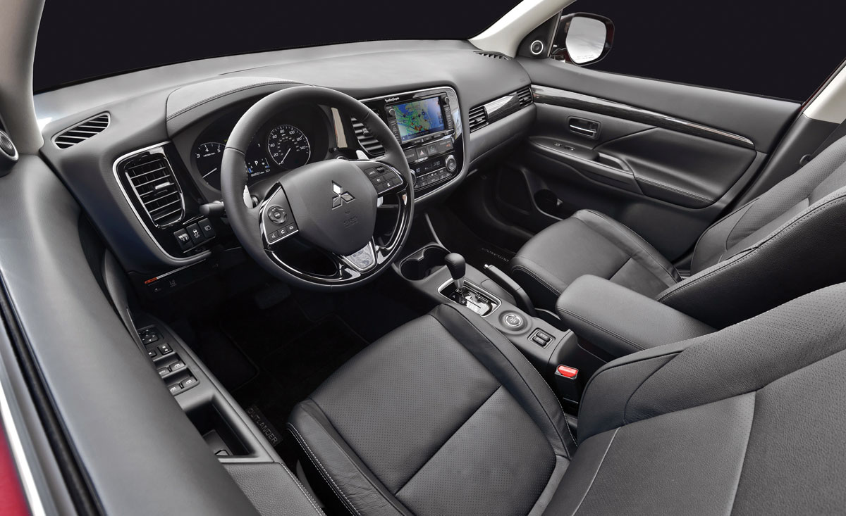 Interior view of the 2016 Mitsubishi Outlander. (Courtesy: Mitsubishi Motors)