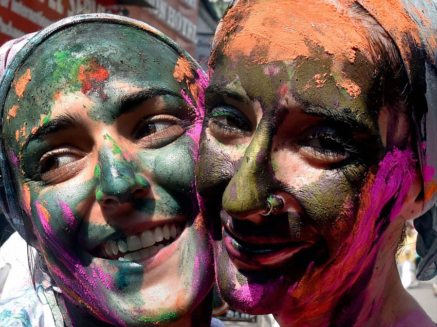 Tourists with color on their face, celebrating 'Holi' in Kolkata, Mar. 23. (Swapan Mahapatra | PTI)