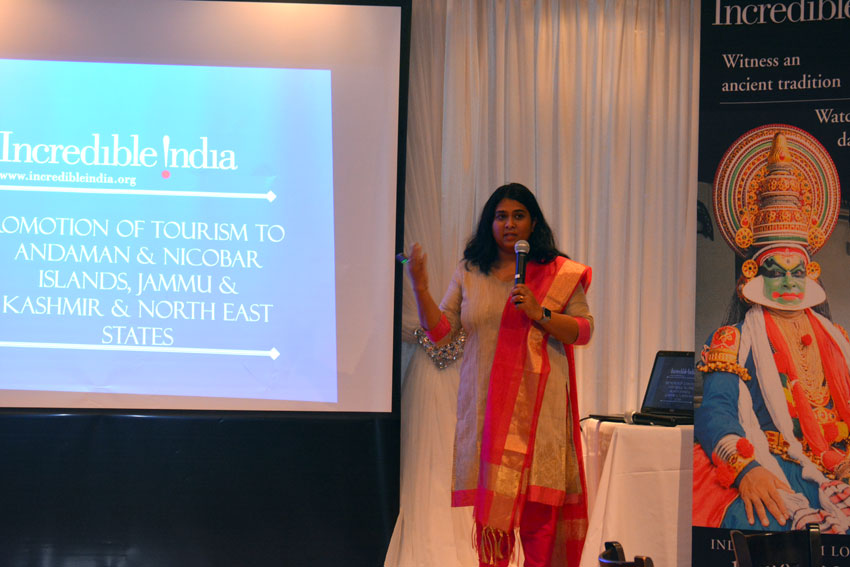 India Tourism Los Angeles assistant director Sandhya Haridas addressing the gathering of travel professionals at the Know India seminar at Amber in Los Altos, Calif., Mar. 7. (Amar D. Gupta | Siliconeer)