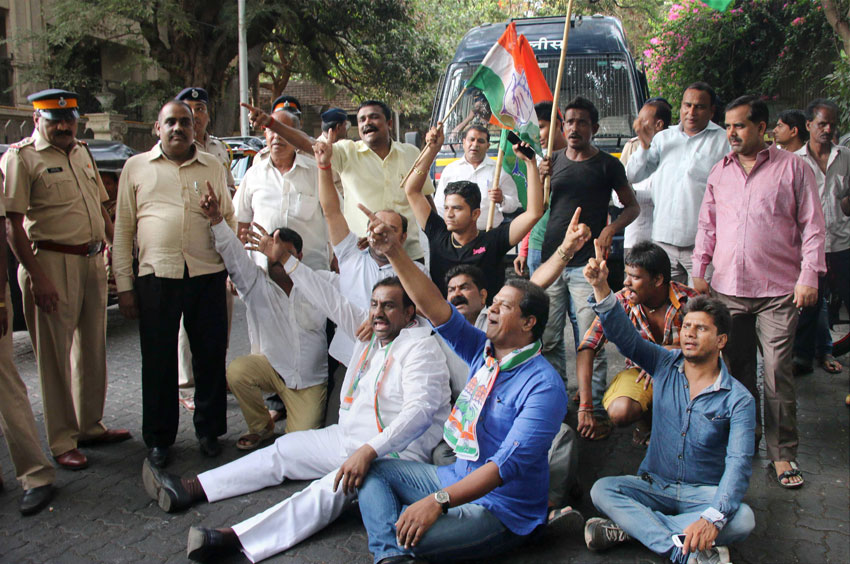 Congress Party workers protest against Rishi Kapoor over his remarks on naming of roads, in Mumbai, May 18. (Press Trust of India)