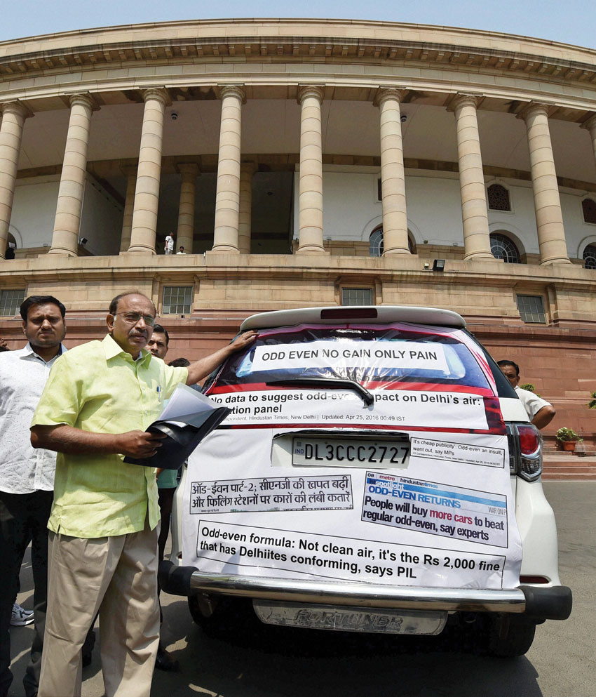 BJP MP Vijay Goel showing newspaper cuttings regarding Odd-Even impact,  pasted on his car during the Parliament Session in New Delhi, April 27. (Vijay Verma | PTI)