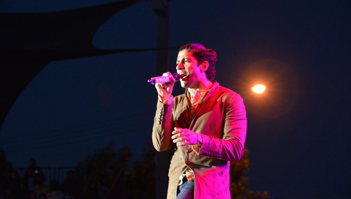 Farhan Akhtar performing live at the Santa Clara Fairgrounds, May 21 (All Photos: Vansh Gupta and Amar D. Gupta | Siliconeer)