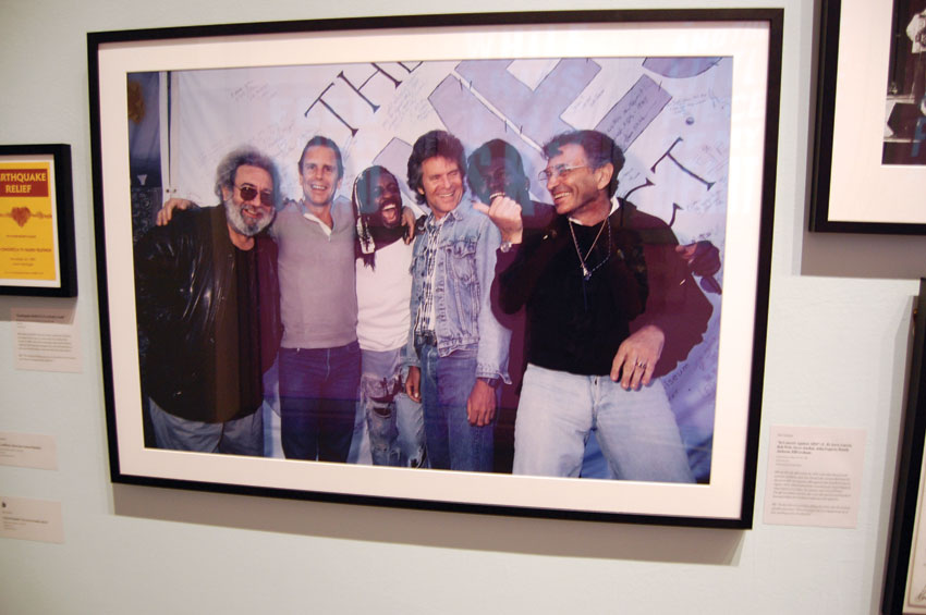 """Bill Graham backstage with (l-r) Jerry Garcia, Bob Weir, Steve Jordan, John Fogarty of """"Credence Clearwater"""" and Randy Jackson. (Al Auger 