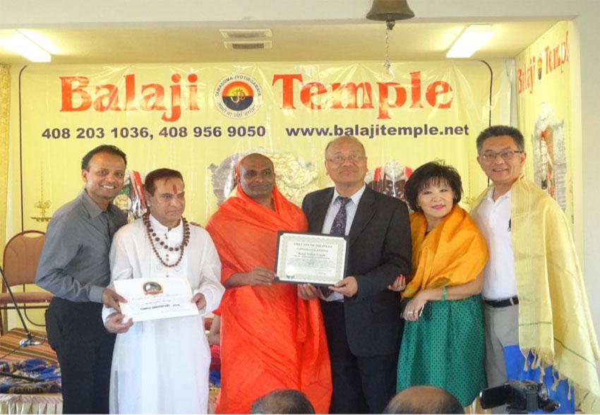 Narayananda Swami with (l-r): Rishi Kumar, Pandit Habib Khan, Milpitas Mayor Jose S. Estevez, and Mrs. & Mr. Kansen Chu. (All photos: Balaji Temple)