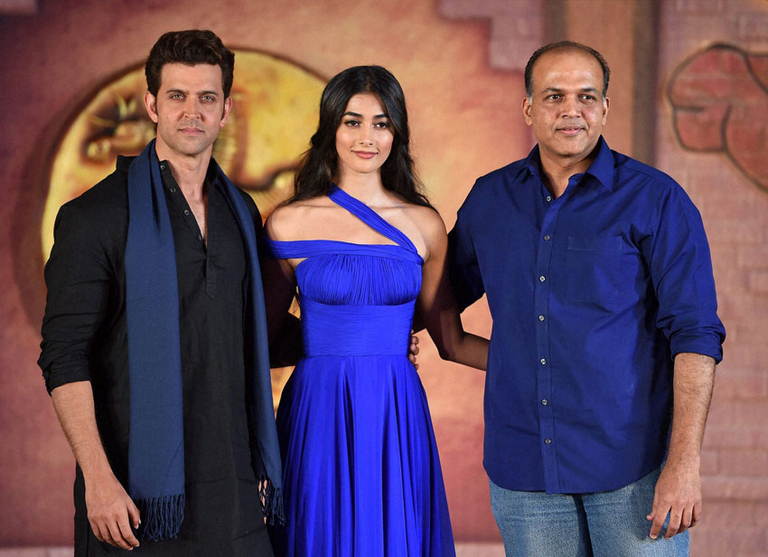 Hrithik Roshan, Pooja Hegde and director Ashutosh Gowarikar promoting 'Mohenjo Daro' in Mumbai, July 12. (Mitesh Bhuvad | PTI)