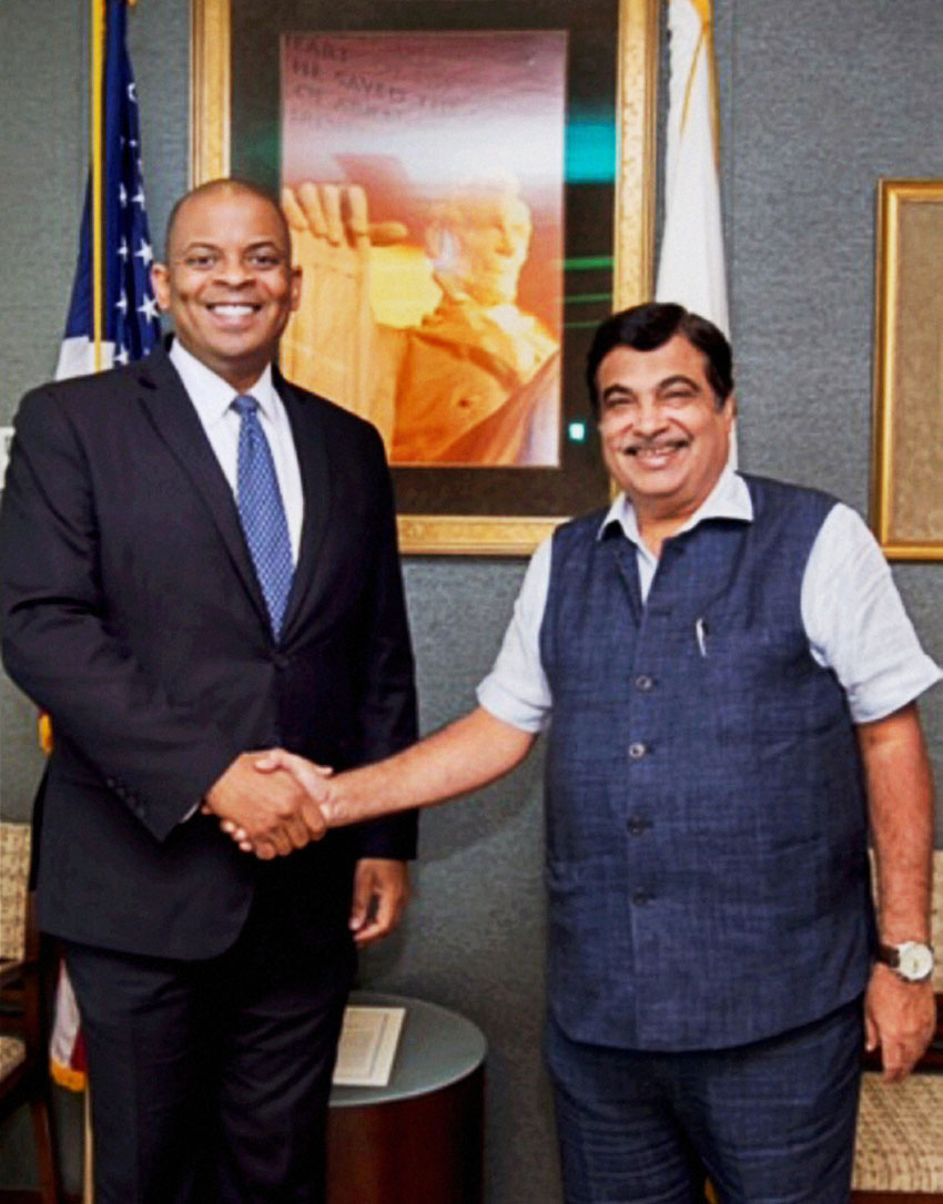 India's Road Transport Minister Nitin Gadkari greets U.S. Transportation Secretary Anthony Foxx before their meeting in Washington, July 12. (Press Trust of India)
