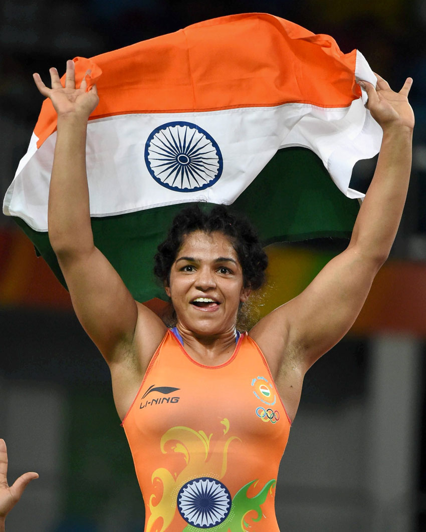India's Sakshi Malik waves the Indian Tricolor after winning the bronze against Kyrgyzstan's Aisuluu Tynybekova in the women's wrestling freestyle 58-kg competition at the 2016 Summer Olympics in Rio de Janeiro, Brazil, Aug. 17. (Atul Yadav | PTI)
