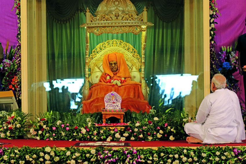 Prime Minister Narendra Modi pays homage to Pramukh Swami Maharaj. (BAPS)