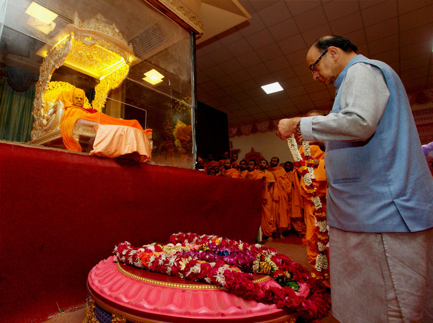 Finance Minister Arun Jaitley paying homage to Swaminarayan sect's spiritual head Pramukh Swami Maharaj at a temple in Sarangpur, Aug. 17. (Press Trust of India)