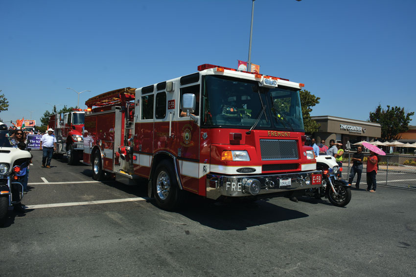 Fire engines and police motorbikes led the parade. (Amar D. Gupta/Siliconeer)