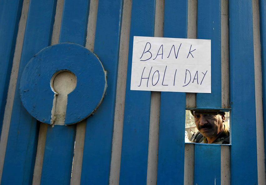 A notice is pasted on the main gate of State Bank of India after Central government order of demonetization of 500 and 1,000 rupee currency notes in Srinagar, Nov. 9. (S. Irfan/PTI)