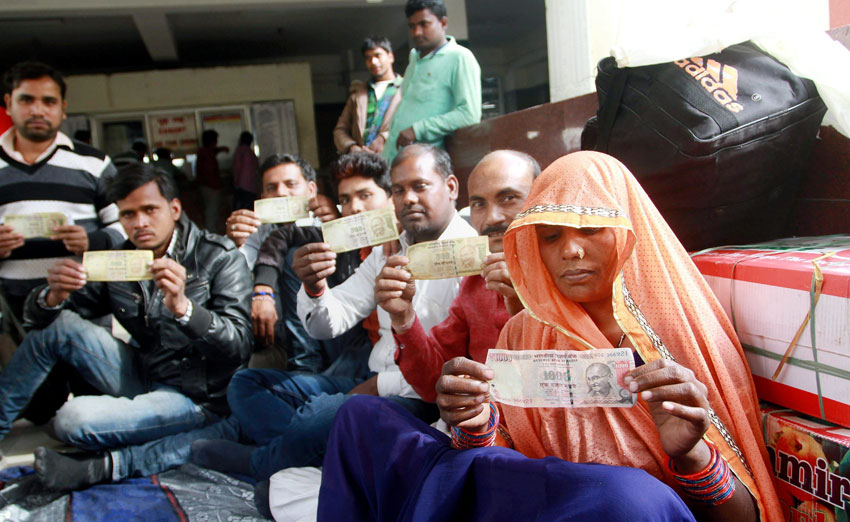 Vaishno Devi pilgrims showing high denomination currency notes which are not accepted at many shops in Jammu, Nov. 10. (Press Trust of India)