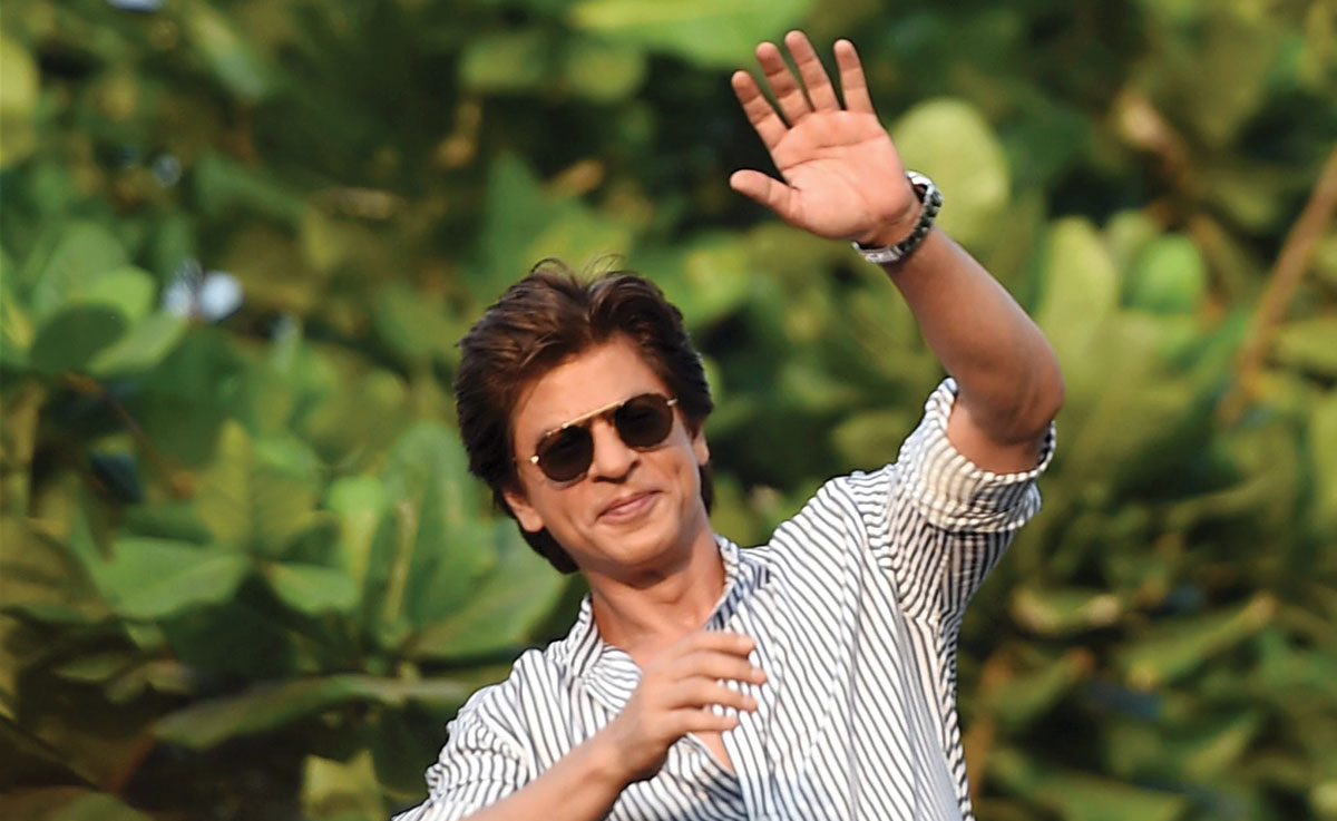 Shah Rukh Khan gets YELLED AT by Maharashtra Politician