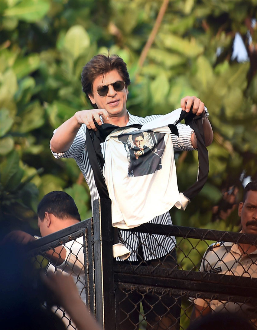 Shahrukh Khan gets into verbal fight with MLC in Alibaug, Watch CCTV