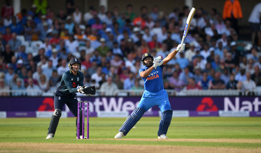 Dhoni booed at Lord's, Kohli springs to his defence..